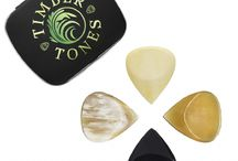 JAZZ TONES FAT / Jazz Tones Fat are for those players who need the speed and precision of a Jazz 3 style Guitar Pick but also need a bit more to get hold of. These picks are 4mm thich and have a precise rounded chamfer leading down to a needle sharp playing tip.