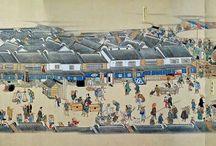 「熈代勝覧」絵巻 / Нихонбаси / В 1999 году в Берлинском музее искусств народов Востока , на чердаке , в кипе свитков китайского искусства был обнаружен японский свиток - прокрутка , на котором представлена дорога из Эдо ( район Нихонбаси ) , неизвестного автора. Период Эдо ( Япония )1805год.