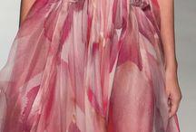 Chiffon Dresses / #womansfashion #dress #dresses #eveningdress #longdress #gown #cocktaildress #elegant #chiffon #silk
