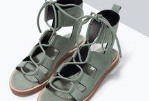 godillots et sandales...