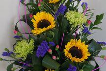 Summer sunflowers / Beautiful and bright summer sunflowers