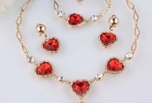 Bijuterii ieftine / Site-ul Bijuterii Frumoase este un magazin online de bijuterii pentru doamne si domnisoare elegante, rafinate, stralucitoare care consta intr-o variatate de cercei, coliere, seturi de bijuterii, bratari, brose, inele.             Bijuterii Frumoase sunt un cadou plin de farmec si stralucire pentru cele mai elegante doamne si domnisoare,  fiind o alegere excelentă pentru accesorizarea tinutelor de zi precum si cele speciale!