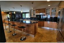 Spacious Kitchens / A collection of Extravagant Kitchens in Michigan