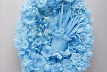 Amber Cowan (Philadelphia,SUA). Sculptor in sticla / Delicate sculpturi realizate prin reciclarea sticlei.Procedee: suflare, presare etc