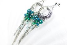 """Kolekcja ''Barwy lata"""" / Piękne kolczyki z nowej letniej kolekcji """"Barwy lata"""". Biżuteria z tej kolekcji wykonana w technice wire-wrapping to misterne wzory i kaskady maleńkich kolorowych minerałów. Biżuteria ta może stanowić niezwykłe uzupełnienie letnich barwnych kreacji. Zapraszam serdecznie!"""