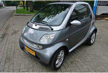 VERKOCHT - Smart Cabrio 2001 / Merk:Smart Model:Cabrio Type:cabrio & pure Inrichting:Cabriolet (2 drs) Vermogen motor:54 PK Aantal cilinders:3 Bouwjaar:mei 2001 Kleur:Grijs metallic Bekleding:Leder Brandstof:Benzine Versnellingsbak:Semi-automaat Km. stand:98.000 km Cilinderinhoud:599 cc Gewicht (leeg):705 kg Energielabel: BTW/Marge:Marge Prijs: € 3.000