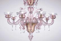 Удивительные светильники от La Murrino / Итальянская компания La Murrina была основана во второй половине 20-го века. При изготовлении новых светильников La Murrina используются только высококачественные материалы: знаменитое на весь мир муранское стекло, сталь высокой маркировки, цветной металл, полудрагоценные камни, хрусталь. Мастера La Murrina применяют сложные способы обработки стекла — техники инкалмо и филиграни, а также муррина, которой фабрика и обязана своим названием.
