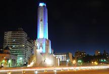 Una Noche en El Monumento Nacional a la Bandera  / El ícono arquitectónico de la ciudad enciende sus luces e ilumina la noche junto al río Paraná.