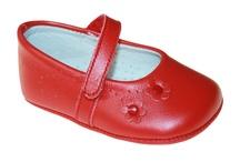 PANYNO / První krůčky a nová dobrodružství - to je přesně důvod, proč dětské nožičky potřebují ty nejlepší boty. Panyno používá vysoce kvalitní kůži a designy, které poskytují malým nezbedům pohodlí.