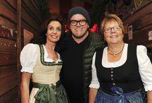 """""""LOTTO hockt"""" auf dem Cannstatter Wasen / Ein Zelt nur für Sie, die treuen Kunden von Lotto Baden-Württemberg? Ja, das haben wir möglich gemacht! Beim """"Lotto-hockt"""", dem Wasenspektakel, auf dem Cannstatter Volksfest.        Als Dankeschön für unsere vielen, treuen Lotto-Stammspieler hier im Südwesten haben wir mit Ihnen und Ihren Freunden den Geburtstag des Klassikers LOTTO 6aus49 auf dem Cannstatter Wasen gefeiert. Gemeinsam mit über 4.000 Gästen fand am 4. Oktober die Geburtstagsparty statt."""