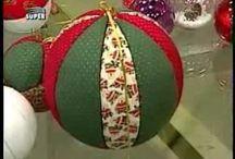 Forrando bolas navideñas
