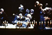 """MES PROD: LES CHOUANS / Le grand ténor français Alain Vanzo composait aussi. IL écrivit un opéra basé sur le roman de Balzac : Les Chouans. Je fus chargé en Avignon de mettre en scène et décorer cette oeuvre pour sa création. La musique de Vanzo avait du charme et de la simplicité. Par contre l'auteur du livret écrivait avec """" une balayette !"""" Son texte était très faible avec des banalités affligeantes. Avec Vanzo nous décidâmes de """"bonifier"""" cela. Le librettiste aurait dû, comme il se doit, assister à toutes les répétitions pour apporter les corrections aux erreurs qui se firent jour. Ce monsieur ne vint qu'à la première et fut fort en colère devant tout le travail que nous avions fait pour rendre son texte et les situations scéniques moins pâlichonnes. Lorsqu'il fut question de reprendre cet opéra à Nantes ce triste auteur donna son accord à une seule condition que je n'assume pas la mise en scène . Le directeur de l'opéra de Nantes d'alors, Jean louis Simon, lui répondit que dans ce cas il annulait la reprise de son """" Chef-d'œuvre"""" !"""