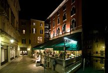 Hotel Bonvecchiati - Venice / Refined elegance, comfort and exclusive services, a water landing for gondolas and motor boats and a romantic restaurant on the terrace: the Hotel Bonvecchiati, which has been welcoming guests to the heart of Venice since 1790, is just 3 minutes from Saint Mark's Square and 5 from the Rialto Bridge, for the most exclusive and unforgettable of visits.