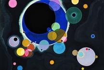 Nie szukaj odpowiedzi, nie próbuj zrozumieć. / Vassilij Kandinsky malował prosto a zarazem skomplikowanie, paradoksalnie. Piękne obrazy wiele w nich można zobaczyć. Widziałam je rok temu, były radosne. Teraz gdy je widzę czuję w sercu wiosnę. Nie lubię wiosny, ona doprowadza do rozpaczy. Kandinsky chcę być jak Ty i tyle potrafić.