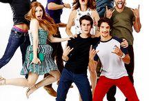 Teen Wolf / Scott McCall • Tyler Posey// Stillinski • Dylan O'brien// Derek Hale • Tyler Hoechlin// Liam • Dylan Sprayberry/Alison Argent •Crystal Reed/Malia Tate •Shelley