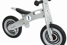 Houten loopfietsen in tweewielers, driewielers en vierwielers verkrijgbaar / We hebben vele soorten loopfietsen in ons assortiment. Bij de meeste is het zadel in hoogte verstelbaar. We hebben ze al vanaf 2 jaar. Helpt en ondersteunt uw kind in het leren van de balans te houden op een tweewieler. http://www.houtenspeelgoedhuis.nl/houten-loopfiets.html