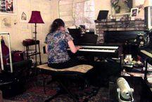 Yamaha Dijital Piyanolar / Kendi Sesinizi yaratın  Piyanonuzdaki sesleri ikili olarak kombin edip hayal ettiğiniz sesleri yaratabilirsiniz. Örnek olarak piyano ve yaylıları birleştirerek egzersizlerinizi daha cazip hale getirebilirsiniz.