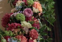 一会 mix系装花(メイン&卓上) / フラワーデザイナー 岩橋美佳さんによる作品です。