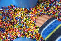 Pojemniki sensoryczne / Zabawy sensoryczne dla maluchów :)