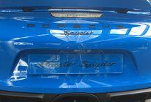 Porsche Boxster Spyder / Boxster Spyder to prawdziwy powrót do korzeni roadster'a. Dwumiejscowy, mocny, szybki, zwrotny, prawdziwy sportowiec.