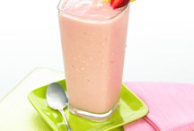Smoothies, Juices & Shakes / Filled with fruits, veggies and valuable nutrients, smoothies and juices are perfect for breakfast or a mid-day pick-me-up!