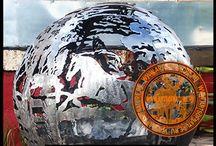 [СФЕРИЧЕСКИЕ МАНГАЛЫ, КОСТРИЩА, ОЧАГИ-ГРИЛИ] от компании Artsofnature / Компания Artsofnature является ведущим разработчиком и производителем оригинальных кострищ, мангалов, барбекю, грилей, чаш для костра, декоративных очагов и бочек для костра на территории Российской Федерации.