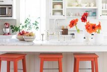 Cute Kitchens! / by Jessie Honrud