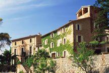 Viaje por la arquitectura tradicional española / ¡Nos hemos asegurado de que puedas dormir en cada una de ellas! ¡Que lo disfrutes!