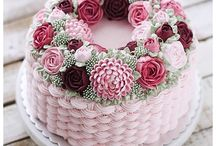 Buttercream floral wreath cakes