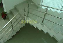 CORRIMÃO INOX TUBINHOS QUADRADOS / Corrimãos em tubos quadrados e retangulares de aço Inox 304 escovado ou polido, sendo Tubo Superior de 40×20, Colunas de 40×40 e 3 tubinhos 15×15.  FALE  AGORA COM O SERGIO  Whatsapp: (19) 9.8363.4489  Celular: (19) 78273367 ID: 14*1003369  E-mail: corrimaoinox@hotmail.com  Site: corrimaoinox.wordpress.com