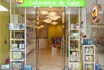 Loja - CCAlvalade / Laboratório do Saber Lj. 23 Praça de Alvalade 6B, 1700-036 Lisboa Contacto: 210116754    Seg - Dom: 09:00 - 21:00