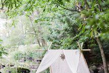 Bohemian wedding / Tente, vintage, assiettes dépareillées...
