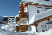 Skivakantie accommodaties / Op dit bord tref je leuke vakantiehuizen in de bekende skigebieden van onder andere Oostenrijk, Frankrijk, Tsjechië en Zwitserland aan.