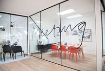 Inspiration / Office interiors ideas and inspiration. Receptions, meeting rooms, open spaces,...