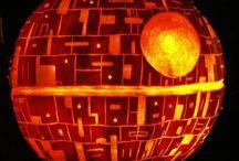 Comic Book and Cartoon Pumpkin Carving Ideas / Pumpkin Carving Ideas inspired by Comic Books and Cartoons