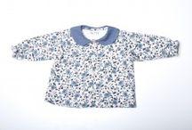 Camisa azul con flores azules, beig y rosas
