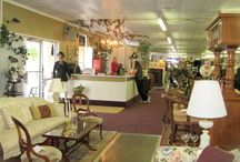 About us / The staff of Greencastle Antique Mall is made up of a few in house dealers that work together with the customers. All sales go through the front desk. We have 100 booths and 35 showcases. Space is also available to the general public and dealers who wish to use our consignment center.