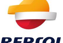 Repsol / Repsol, azienda storica nella produzione di carburanti. L'azienda è nata nel 1999 dall'acquisizione dell'argentina YPF da parte dell'iberica Repsol, nata nel 1986. È una delle dieci principali società petrolifere del mondo con circa 30.000 dipendenti, quotata alla Borsa di Madrid e parte dell'indice IBEX 35, possiede 12 raffinerie e oltre 6.000 stazioni di servizio in Spagna, Portogallo, Italia e America meridionale. Lavoriamo nei seguenti segmenti di mercato: