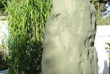 VERDE ALPI    Antracit, zöld bazalt műszikla, kunstfelsen, artificial rock / A képen látható szikla mérete 60 X 60 X 220 cm.