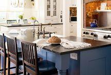 Lovely Kitchens / by Holly Dottarar {Holly Bakes}