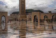 Hassan II Mosque | Casablanca - Morocco / Okyanus kıyısında Kazablanka nın en önemli yapısı Hasan 2 Camii , Mekkeden sonra dünyanın en büyük camii. Fas ta büyük etkisi olan Kral 2. Hasan ın bir rüyası üzerine yapımını başlanan bu muhteşem cami, kralın rüyasına uygun şekilde İslam ın en batıdaki simgesi olarak, 4 te 3ü Atlantik Okyanusunun üzerine inşa edilmiş.1980 yılında yapımına başlanan cami, sekiz yılda tamamlanmış.Caminin minaresi tam 200 metre yüksekliğinde. Aynı anda 100 bin kişinin namaz kılabildiği güzel camimizdir.