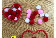 Super Simple Math Activity and Learning Ideas / Use easy teacher-approved math ideas to make learning with your child fun and simple!