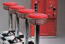 Retro meubels / De retro meubelen van Jolina Products zijn geïnspireerd op de Amerikaanse diner van de fifties.