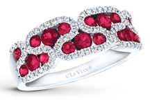 PRECIOUS - 2018 CATEGORY OF THE YEAR / The passion for precious pink and red gems like Strawberry Sapphire™ and Passion Ruby™ is brilliantly realized as Le Vian brings its standards of quality and innovation to the classic precious category that includes Cornflower Ceylon Sapphire™, Blueberry Sapphire™ and Costa Smeralda Emeralds™. As the category of the year, Precious is a nod to Le Vian's storied past, representing the historical early period of Le Vian in the U.S. where color was defined in precious gems.