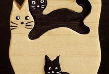 gatos en madera