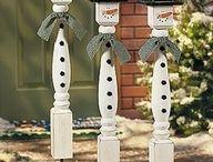 décoration avec vieux poteaux de rail de perron de bois