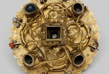 Ювелирные украшения средневековье