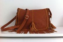 Tassen - Creatives By PL / Wij verkopen sindskort ook modieuse tassen met leuke franjes. De tassen zijn gemaakt van suéde en/of leer.