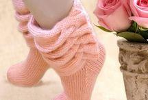 Шапочки, шарфы, носочки.