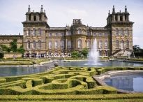 Palaces and Houses / A selection of some of the most beautiful palaces and houses in the U.K.